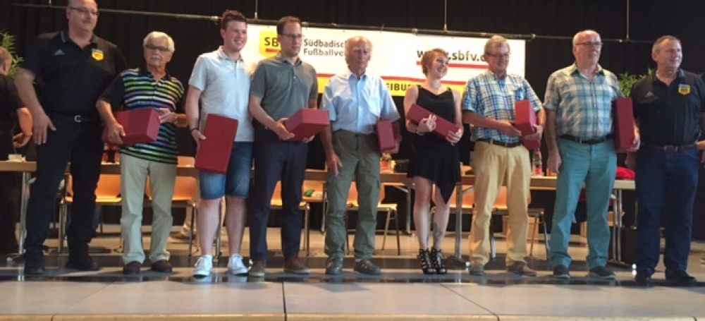 Yannik Fuhry (3. von links) mit der höchsten Anzahl an geleiteten Spielen